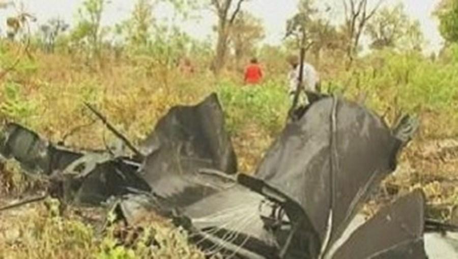 Destroços do avião da LAM que se despenhou no sábado, na Namíbia, causando a morte de 33 pessoas