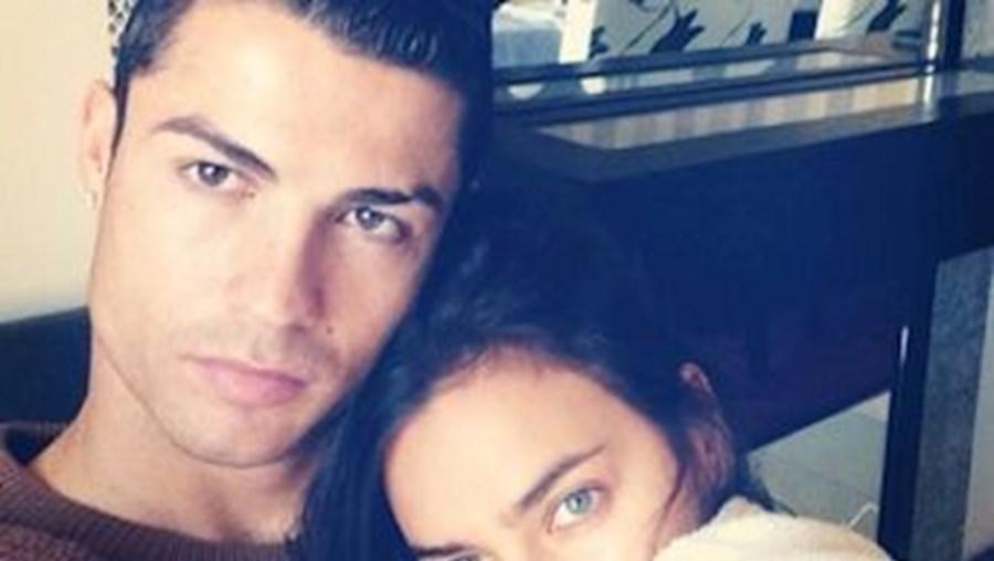 Há cada vez mais fotografias da vida do casal na internet, partilhadas por fãs e também por Cristiano e por Irina