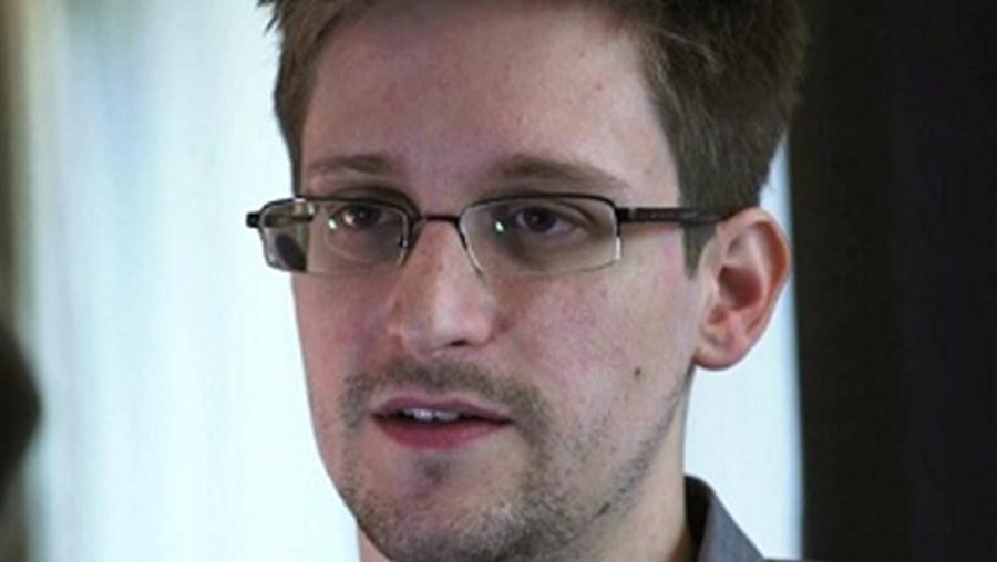 Atualmente, Edward Snowden está refugiado na Rússia, onde continua a divulgar informação confidencial sobre programas de espionagem dos EUA