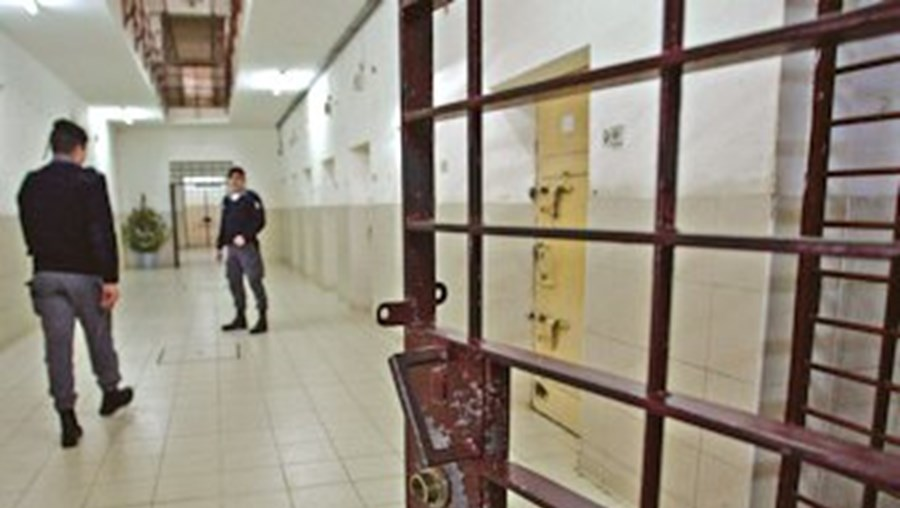 prisões, reclusos, recorde, gastos, Estado