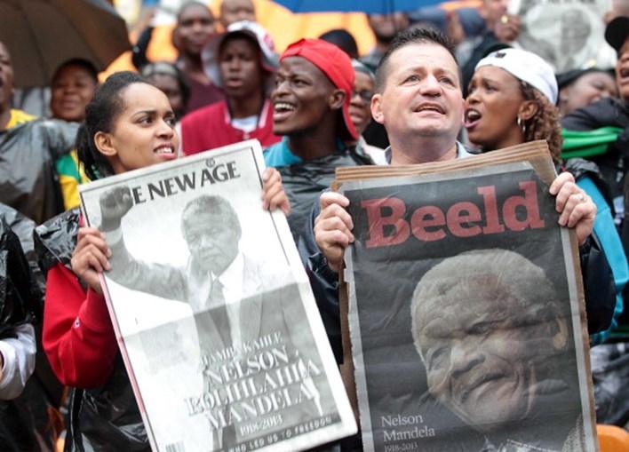 Cerimónias fúnebres começaram com dezenas de milhares de pessoas a cantarem o hino da África do Sul