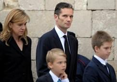 Cristina e Iñaki (na foto com os filhos) deixaram de comparecer nos eventos oficiais