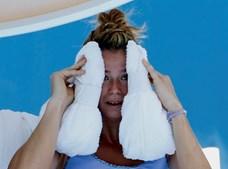 Tenista italiana Camila Giorgi recorre também a toalhas com gelo para combater altas temperaturas