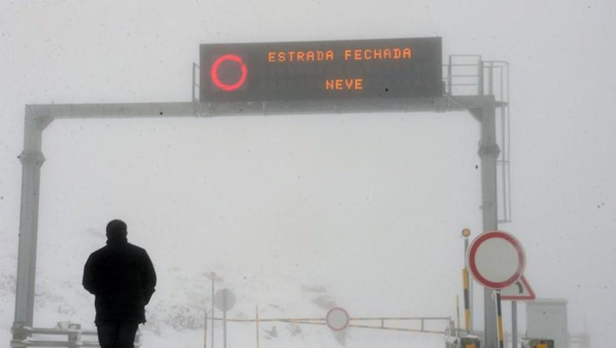 Neve, Serra da Estrela, estradas, cortadas, trânsito, Torre, Covilhã, Loriga, Lagoa Comprida
