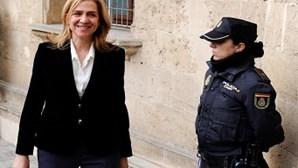 """Infanta Cristina diz em tribunal que """"confiava"""" no marido"""