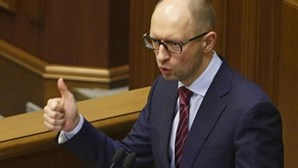 Yatseniuk é o novo primeiro-ministro ucraniano