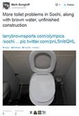 O tampo da sanita foi construído ao contrário