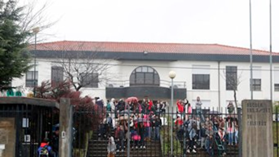Alunos da Escola Básica 2, 3 de Celeirós, em Braga, envolveram-se em confrontos após um jogo de futebol