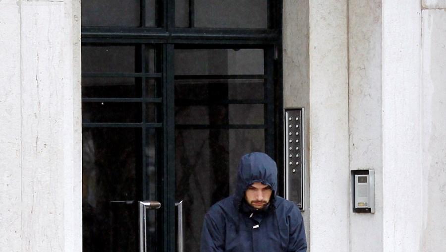 José Maria Souto de Moura, de 25 anos, ontem à saída da sua casa, no centro de Lisboa