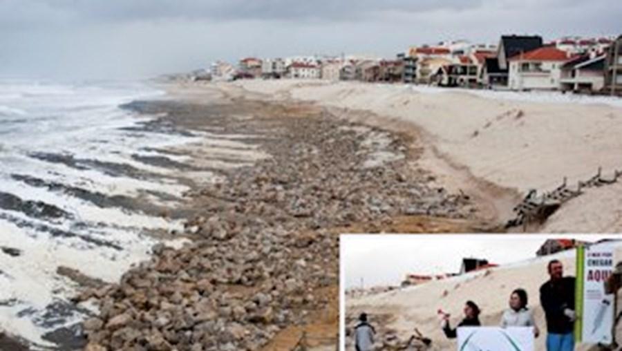 Na praia de Pedrógão (Leiria) o areal desapareceu; foi um dos seis locais referidos pela Quercus por causa da erosão costeira