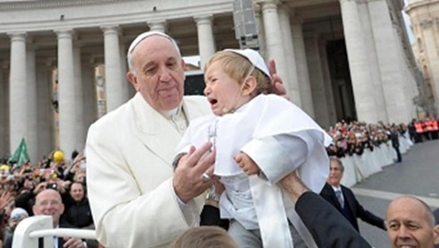 bebé, criança, mini-papa, papa francisco, vaticano, igreja, religião