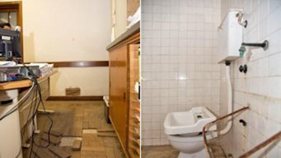 Na secretaria judicial do tribunal o soalho está solto e as casas de banho das celas não funcionam