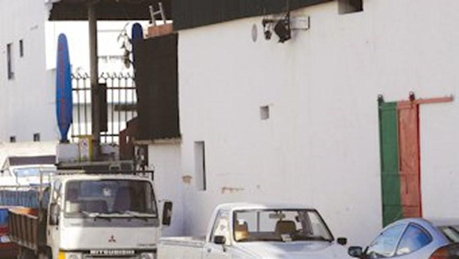 Sucateira, a funcionar sem licença à entrada de Faro, foi encerrada pela GNR
