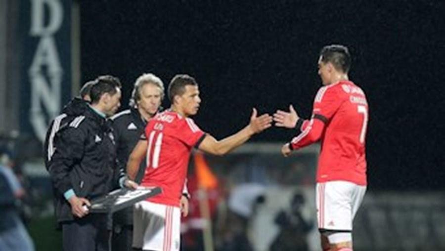 Lima e  Cardozo  podem alternar no ataque do  Benfica