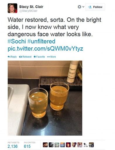 A água das torneiras é amarela e muito tóxica