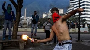 Escassez de bens fecha comércio na Venezuela