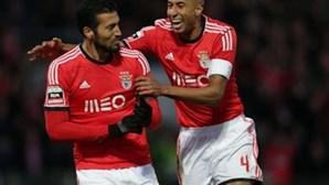 Defesa do Benfica ataca título
