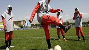Fifa autoriza uso de véus e turbantes em campo