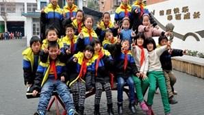 Turma de escola primária tem 10 pares de gémeos