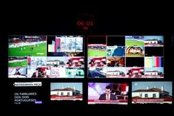 Monitores da régie permitem ver as opções de planos em estúdio e exteriores, além de apresentarem o que a concorrência está a fazer
