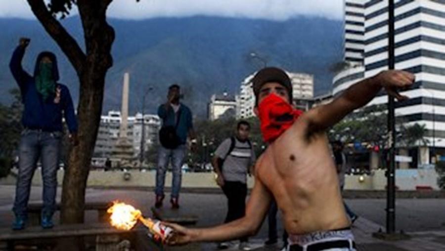 Manifestantes não desarmam e repetem protestos em Caracas e no estado de Táchira
