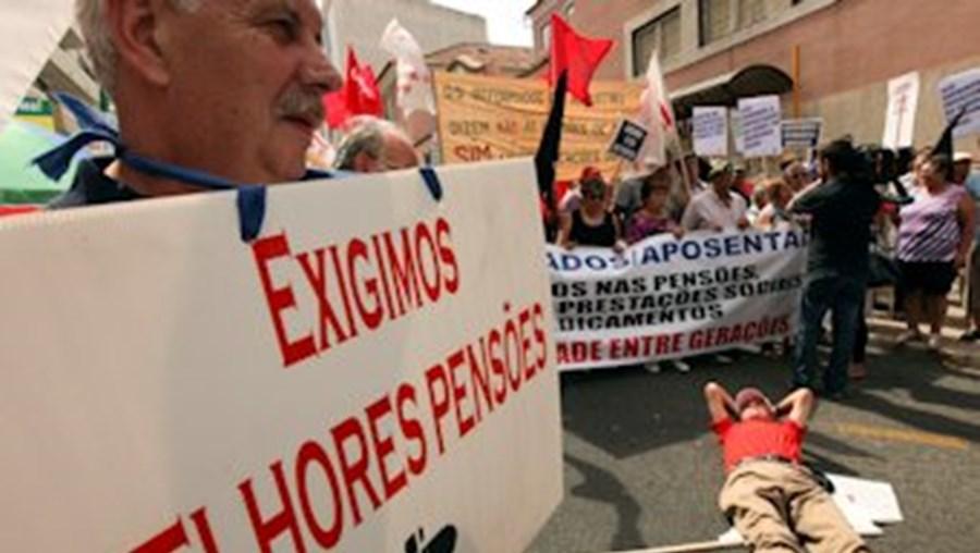 Os cortes nas pensões de reforma têm motivado protestos contra a política do Governo