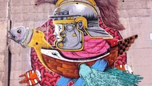 25 de abril no mural da Universidade Nova