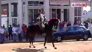 Cavaleiro João Moura hospitalizado após queda de cavalo