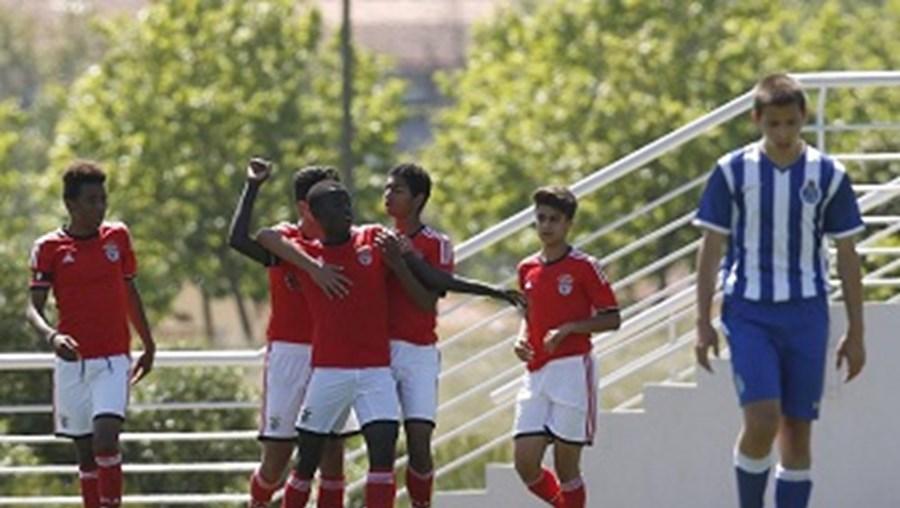 José Gomes (Benfica) esteve em destaque e bisou na partida