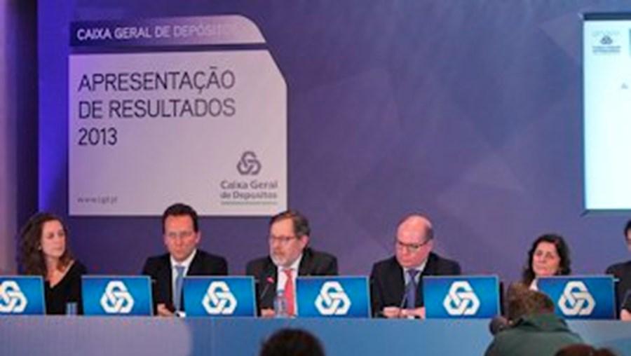 A administração da CGD, liderada por José de Matos (3.º a contar da esq.), regressa aos lucros ao fim de dois anos