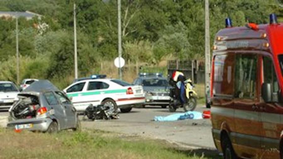 GNR investiga causas da colisão entre a moto e o ligeiro onde a vítima mortal seguia sozinha