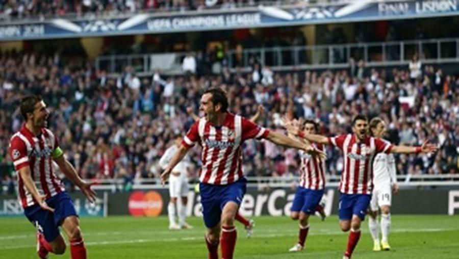 Godín, o central goleador, volta a estar em destaque