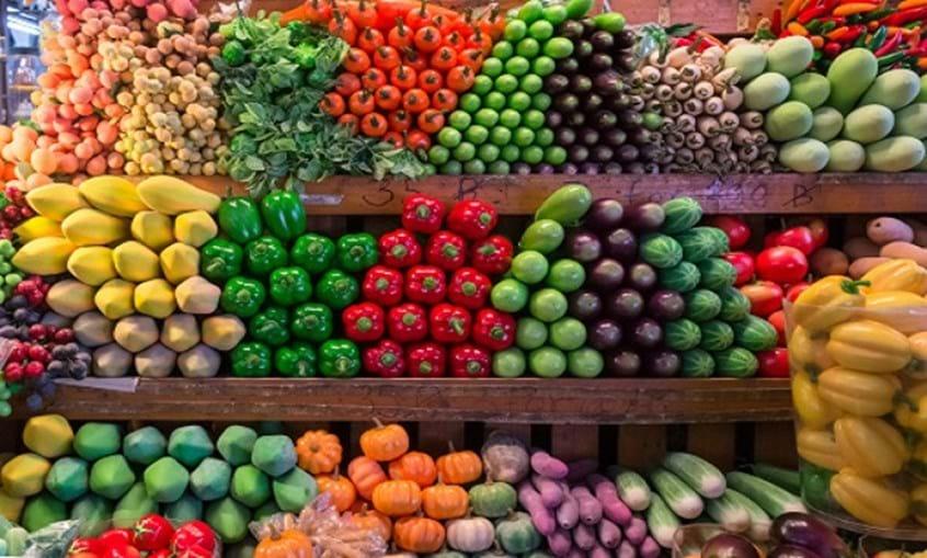 A fruta fresca é indispensável numa dieta saudável e não é por acaso que surge numa das maiores fatias da roda dos alimentos. Um estudo britânico revela que comer sete ou mais porções por dia de fruta reduzem o risco de morte prematura em 42%...