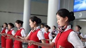 Hospedeiras chinesas aprendem Kung Fu