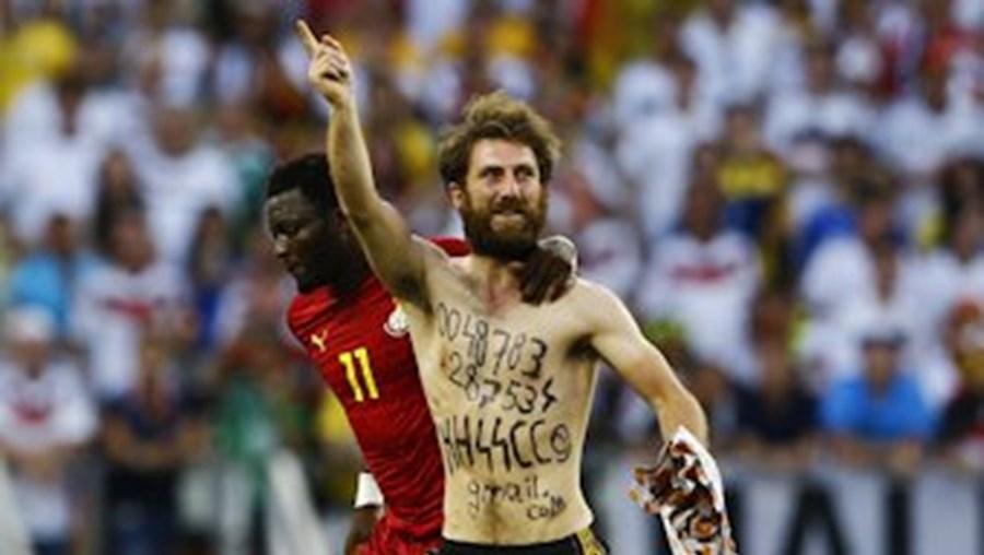A invasão de campo no Alemanha-Gana