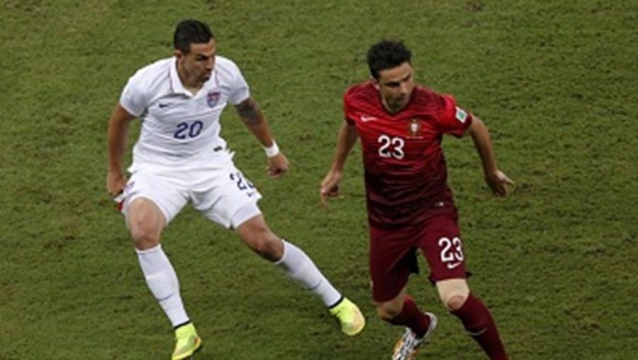 Hélder Postiga foi substituído, ao minuto 16, devido a uma lesão muscular