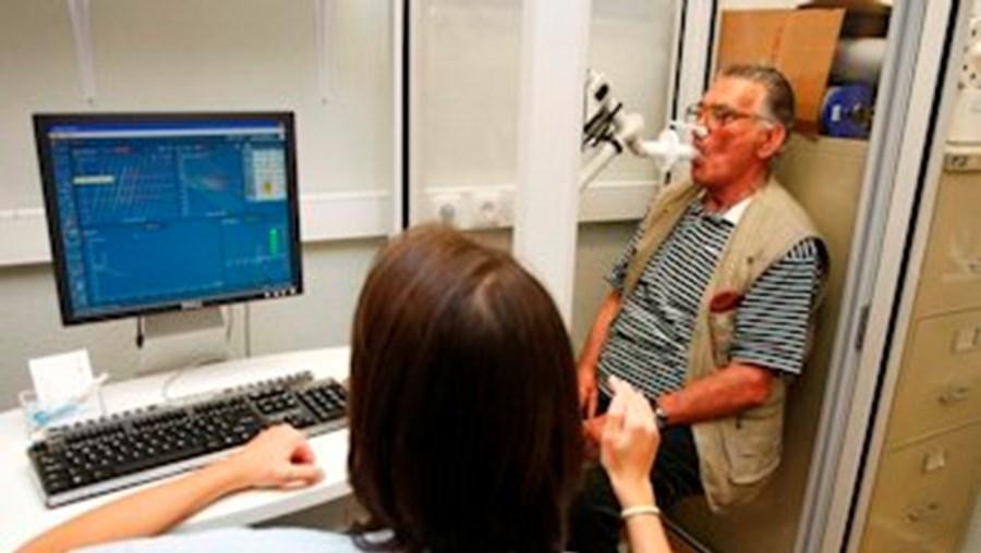 A realização de exames médicos é essencial no diagnóstico precoce