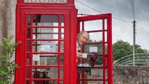 Cabina telefónica transforma-se em micro-cibercafé