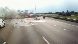 Camionista salva bebé e avó de carro em chamas