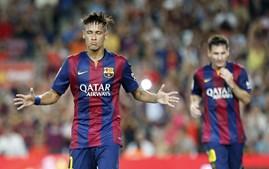 Neymar celebra um dos golos na vitória do Barcelona por 6-0 ao Leon, para o troféu Joan Gamper, em Camp Nou