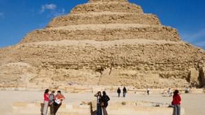 Pirâmide mais antiga do mundo em risco
