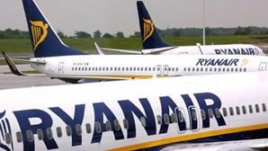 Passageiros da Ryanair foram obrigados a desembarcar