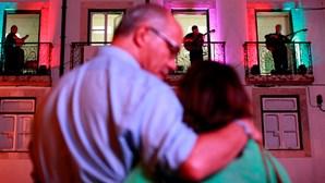 Alfama leva milhares à festa do fado