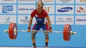 Chinshanlo bate recorde mundial do arremesso em 53 kg
