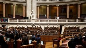 PSD/CDS-PP disponíveis para debate alargado sobre dívida