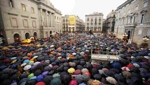 Milhares de catalães manifestam-se a favor do referendo