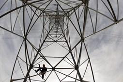 Instalação de linha eléctrica