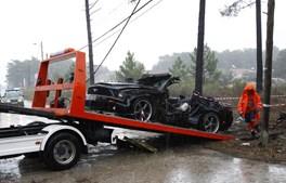 Ford Mustang de Jara foi removido do local, cerca de uma hora depois do acidente