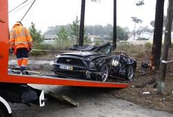 Mustang ficou sem cobertura após cortes, com serras, feitos pelos bombeiros