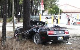 Ford Mustang de Jara ficou neste estado depois do acidente